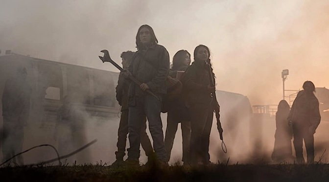 """Filhote de """"The Walking Dead"""", série """"World Beyond"""" une adolescentes e zumbis"""