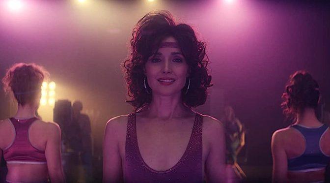 """Série """"Physical"""", com Rose Byrne, é afiada sátira da era da aeróbica"""