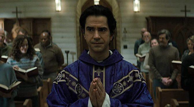 """""""Missa da Meia-Noite"""": na Netflix, o melhor trabalho do criador de """"Hill"""" e """"Bly"""""""